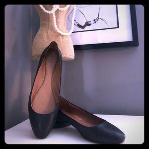 Vince Camuto black leather ballet flats. Size 7.5